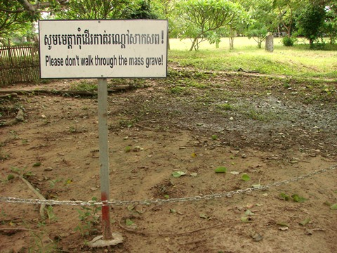 Cheung_Ek_-_Killing_Fields_Site_-_Cambodia_-_03
