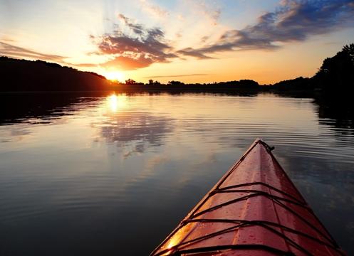 Kayak_sunset_Lake_Ahquabi_State_Park