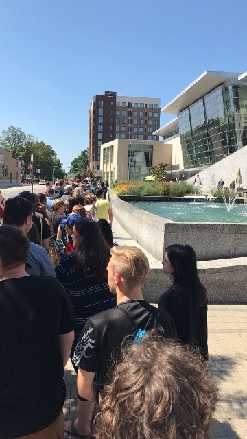 Line Outside Raleigh Supercon 2017